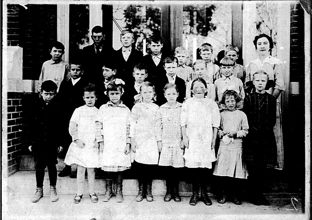 McCutchanville School 1917 with Elnora